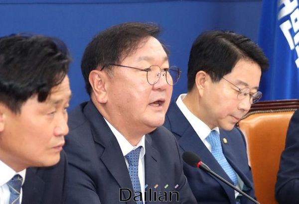 김태년 원내대표가 16일 민주당 정책조정회의에서 모두발언을 하고 있다. ⓒ데일리안 박항구 기자