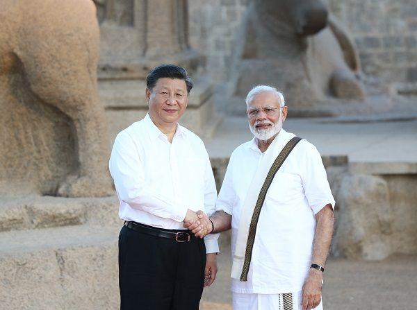 인도를 찾은 시진핑 중국 국가주석이 지난해 9월 12일 남부 첸나이에서 나렌드라 모디 총리와 비공식 정상회담을 가졌다. ⓒ첸나이=신화/뉴시스
