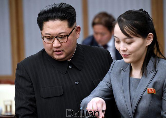 2018년 4.27 판문점 정상회담 당시 평화의집을 방문한 김정은 국무위원장과 김여정 노동당 제1부부장의 모습(자료사진) ⓒ판문점사진공동취재단