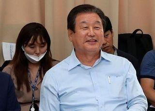 김무성 전 미래통합당 의원은 17일 서울 마포구 사무실에서 전직 국회의원 46명이 참여하는 포럼