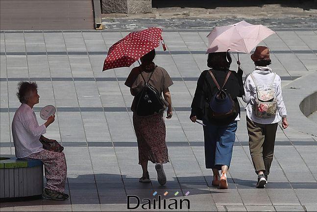 화요일인 23일은 전국이 대체로 맑고 대부분 내륙 지역에서 낮 기온이 30도 이상 오르겠다.(자료사진)ⓒ데일리안 홍금표 기자