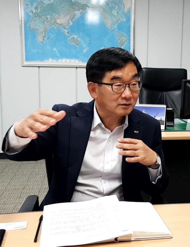 정재헌 HMM 부산지역본부장이 데일리안과 인터뷰를 하고 있다.ⓒHMM