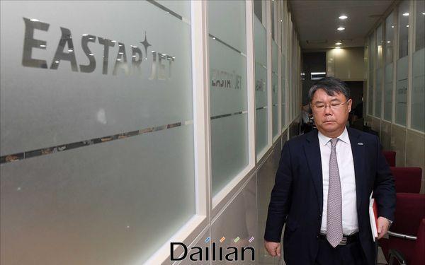 최종구 이스타항공 대표가 29일 오후 서울 강서구 이스타항공 본사에서 열린 기자회견에 참석하고 있다.ⓒ데일리안 홍금표 기자