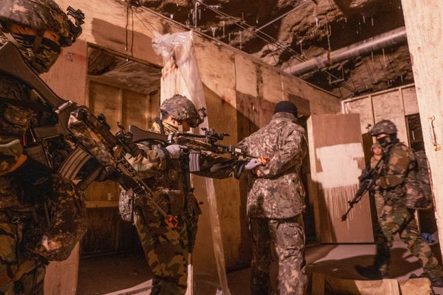 주한미군 제23화학대대 소속 501중대가 국군 수도기계화사단과 함께 훈련을 진행하는 모습(자료사진). ⓒ주한미군 페이스북 갈무리