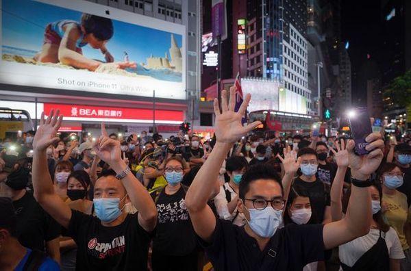 홍콩이 중국 정부의 보안법 통과와 미국의 특별지위 해제 소식에 혼란을 겪고 있다. 사진은 지난 달 12일 홍콩 코즈웨이베이 등 도심 곳곳에서 12일 열린