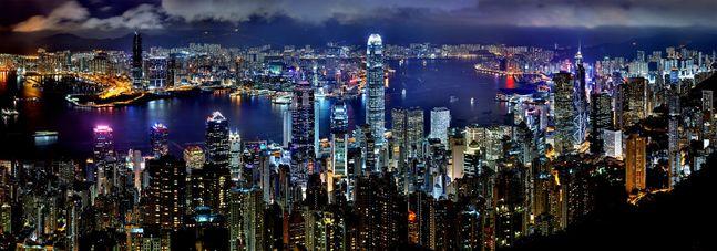 중국의 홍콩 국가보안법 처리에 미국이 홍콩에 대한 특별대우 박탈로 강경대응에 나서자 홍콩 현지에 진출해 있는 국내 금융회사들이 촉각을 곤두세우고 있다. 사진은 홍콩 야경.ⓒ픽사베이
