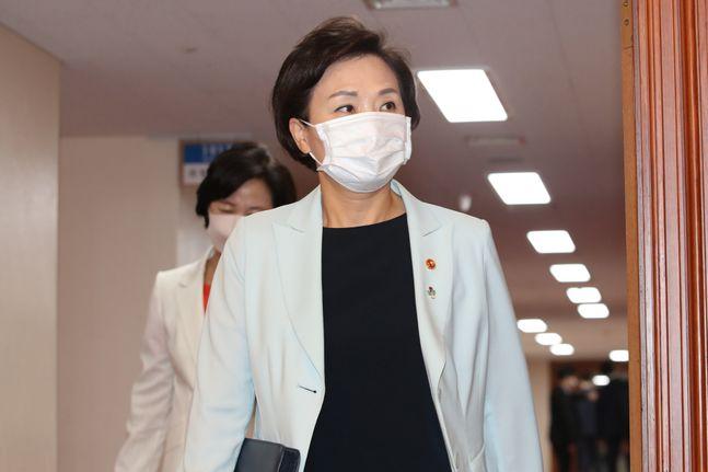 김현미 국토교통부 장관이 지난달 30일 오전 서울 종로구 정부서울청사에서 열린 국무회의에 참석하고 있다. ⓒ데일리안 류영주 기자