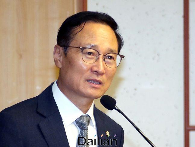 민주당 홍영표 의원이 3일 기자간담회를 열고 차기 당대표 선거에 출마하지 않겠다고 밝혔다. ⓒ데일리안 박항구 기자