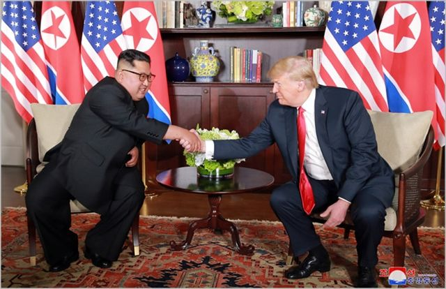 (왼쪽부터) 김정은 북한 국무위원장과 도널드 트럼프 미국 대통령(자료사진). ⓒ조선중앙통신
