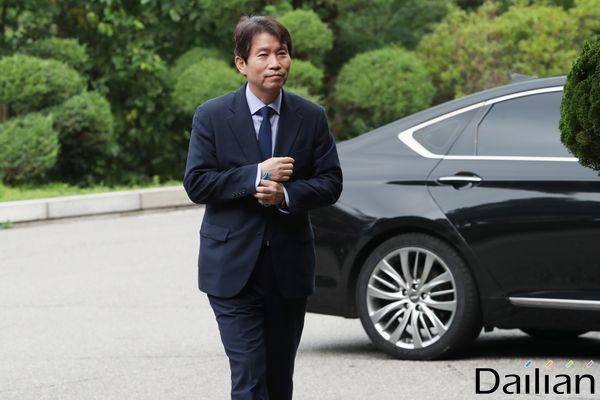 이인영 통일부 장관 후보자가 6일 오전 서울 종로구 남북회담본부로 출근하고 있다. ⓒ데일리안 류영주 기자