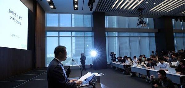 원종준 라임자산운용 대표이사가 2019년 10월 서울 여의도 국제금융센터(IFC)에서 라임자산운용 펀드 환매 연기 관련 기자 간담회를 하고 있다.ⓒ연합뉴스
