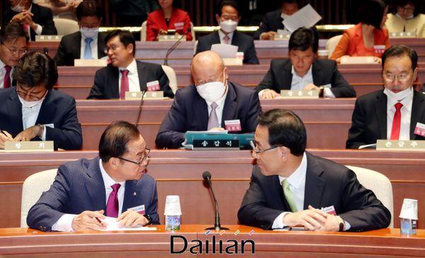 이종배 미래통합당 정책위의장과 주호영 원내대표(자료사진) ⓒ데일리안 박항구 기자