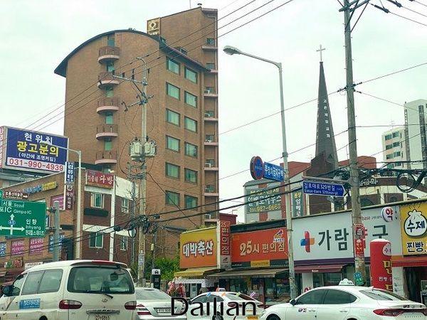 김포시 고촌읍 아파트 밀집지역 인근에 형성돼 있는 상가 모습. ⓒ이정윤 기자
