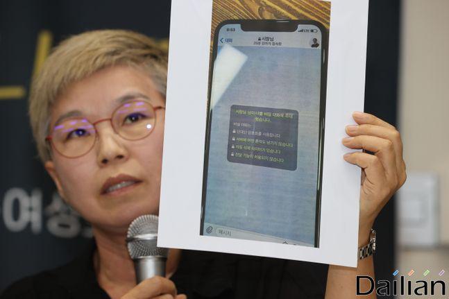 13일 오후 서울 은평구 한국여성의전화에서 열린 서울시장에 의한 성추행 사건 기자회견에서 피해자 대리인 김재련 변호사가 사건의 경위를 설명하고 있다.ⓒ데일리안 류영주 기자