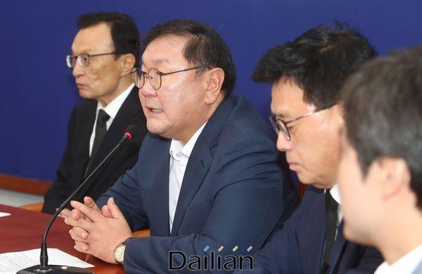 김태년 더불어민주당 원내대표가 13일 오전 국회에서 열린 최고위위원회의에서 발언을 하고 있다. ⓒ데일리안 박항구 기자