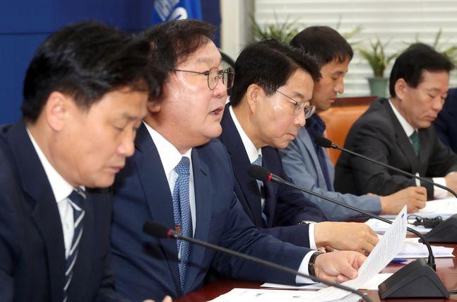 김태년 더불어민주당 원내대표가 14일 오전 국회에서 열린 원내대책회의에서 발언을 하고 있다. ⓒ데일리안 박항구 기자