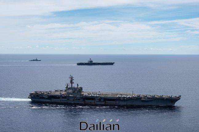 지난 6일 남중국해 지역에 미국의 항공모함인 니미츠호와 로널드 레이건호가 급파된 모습(자료사진). ⓒAP/뉴시스