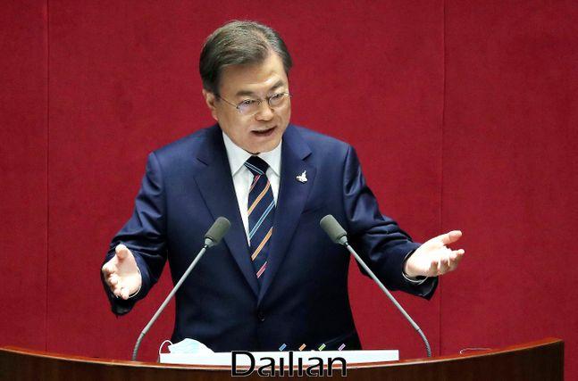 문재인 대통령이 16일 오후 서울 여의도 국회에서 열린 제21대 국회 개원식에서 개원연설을 하고 있다.ⓒ데일리안 박항구 기자