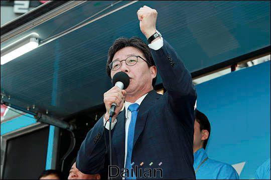 유승민 전 의원이 지난 2017년 대선 당시 부산 서면에서 선거유세를 하고 있다(자료사진). ⓒ데일리안
