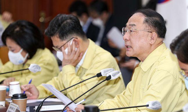 홍남기 경제부총리 겸 기획재정부 장관이 23일 오전 서울 종로구 정부서울청사에서 열린