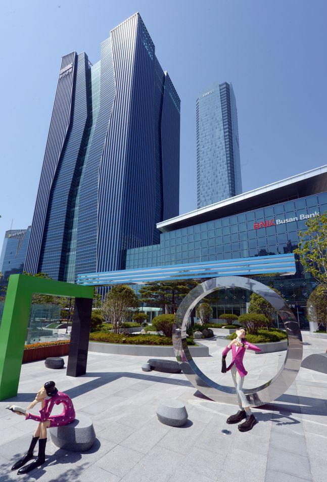 BNK금융지주는 올 상반기 당기순이익 3109억원을 시현했다. 사진은 BNK부산은행 본점.ⓒBNK금융지주
