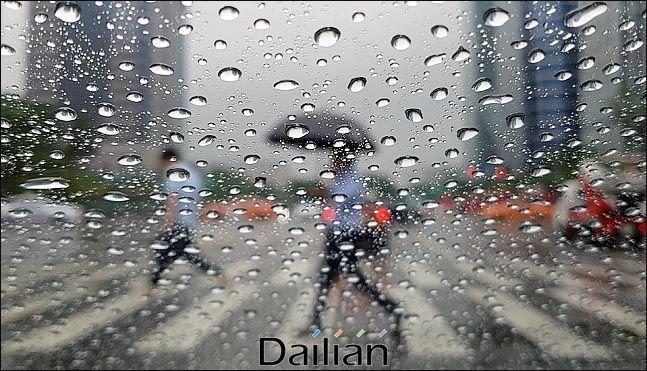 화요일인 28일에는 남해안을 중심으로 매우 강한 비가 쏟아질 전망이다.ⓒ데일리안 박항구 기자