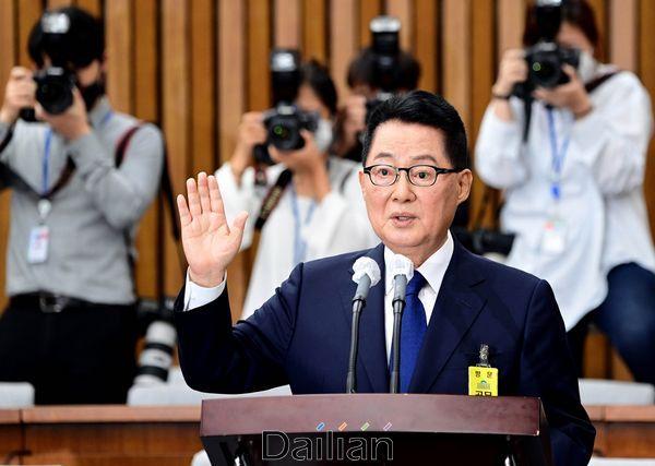 박지원 국정원장 후보자가 27일 국회에서 열린 인사청문회에서 후보자 선서를 하고 있다. ⓒ데일리안 박항구 기자