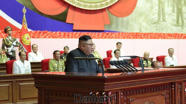 김정은 북한 국무위원장이 정전협정 체결 67주년인 27일 평양 4·25문화회관에서 열린 제6회 전국노병대회에 참석했다고 28일 노동당 기관지 노동신문이 보도했다. ⓒ노동신문
