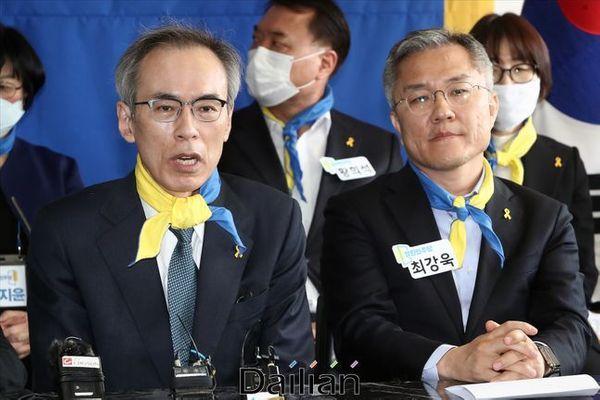 주진형 열린민주당 최고위원(사진 왼쪽)이 비례대표 6번 후보였던 지난 4·15 총선 당시 열린민주당사에서 열린 열민당 선대위 발대식에서 발언을 하고 있다. ⓒ데일리안 홍금표 기자