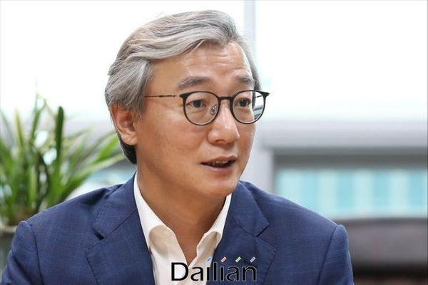 전재수 더불어민주당 의원이 28일 오후 서울 여의도 국회 의원회관에서 데일리안과 인터뷰를 갖고 있다. ⓒ데일리안 홍금표 기자