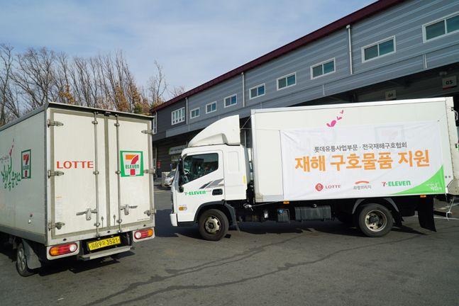 롯데는 충북지역 세븐일레븐 물류센터를 통해 3일 오전 컵라면과 즉석밥, 즉석식품류 총 9000개(각 3000개)를 긴급 지원했다. 사진은 2019년 10월 태풍 피해지역 긴급지원 차량의 모습.ⓒ롯데쇼핑