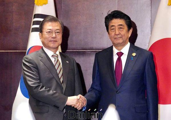 문재인 대통령과 아베 신조 일본 총리(자료사진). ⓒ뉴시스