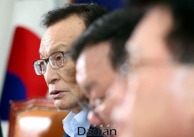 이해찬 더불어민주당 대표가 27일 오전 국회에서 열린 최고위원회의에서 발언을 하고 있다.ⓒ데일리안 박항구 기자