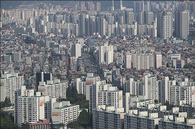 서울·수도권 지역에 13만2000가구를 공급하는 대책이 발표되면서 국내 건설주의 수혜 기대감이 형성됐다. 사진은 서울 전경.ⓒ데일리안 류영주 기자