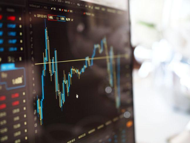 내달 국내에서는 처음으로 액티브 주식형 ETF가 유가증권시장에 등장할 전망이다. 새롭게 선보이는 ETF는 코스피200지수를 추종하지만 적극적인 포트폴리오 변동을 통해 지수보다 높은 수익을 추구하는 형태로 AI(인공지능)가 종목 선정과 운용에 직접 관여한다.ⓒ픽사베이
