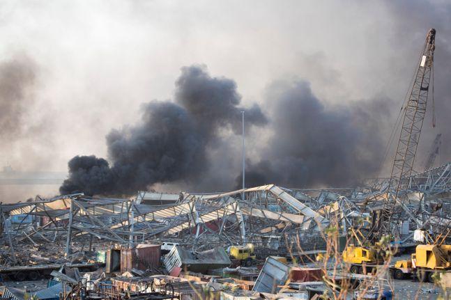 4일(현지시간) 레바논 수도 베이루트 항구에서 대규모 폭발사고가 일어나 현장에 건물 등이 무너져 있다. ⓒAP/뉴시스
