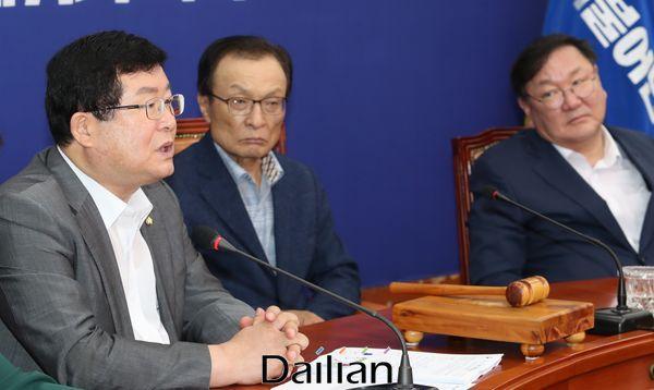 설훈 더불어민주당 최고위원이 5일 오전 국회에서 열린 최고위원회의에서 발언을 하고 있다. ⓒ데일리안 박항구 기자