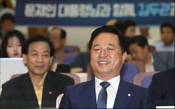 김두관 더불어민주당 의원이 기자회견을 앞두고 환하게 웃고 있다. ⓒ데일리안 박항구 기자