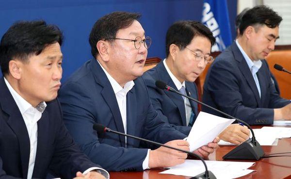 김태년 더불어민주당 원내대표가 6일 오전 국회에서 열린 정책조정회의에서 발언을 하고 있다.ⓒ데일리안 박항구 기자