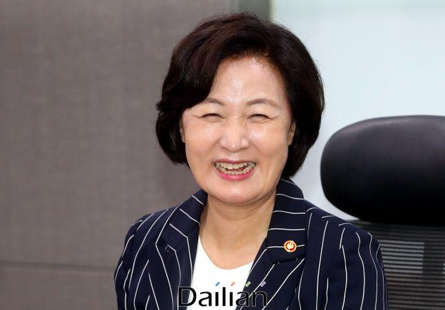 추미애 법무부 장관이 밝게 웃고 있는 모습. ⓒ데일리안 박항구 기자
