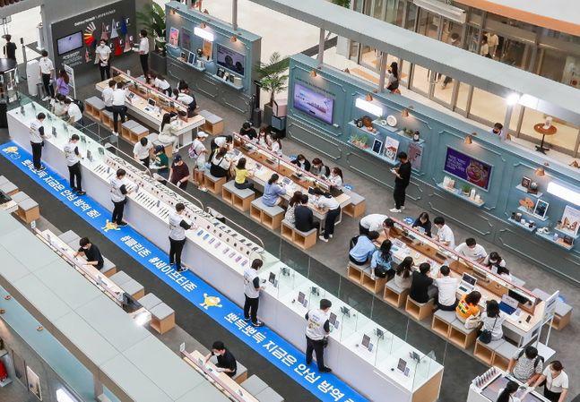 삼성전자가 지난 8일 오픈한 서울 영등포 타임스퀘어 '갤럭시노트20 스튜디오' 전경.ⓒ삼성전자