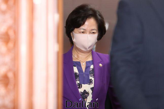 추미애 법무부 장관이 지난 7월 31일 오전 서울 종로구 정부서울청사에서 열린 임시 국무회의에 참석하고 있다. ⓒ데일리안 류영주 기자