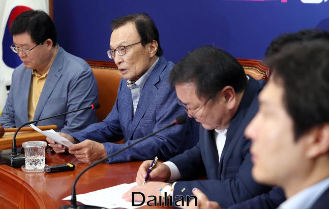 이해찬 더불어민주당 대표가 10일 오전 국회에서 열린 최고위원회의에서 발언을 하고 있다.ⓒ데일리안 박항구 기자