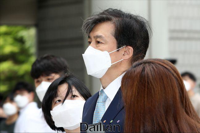 조국 전 법무부 장관이 지난 6월 19일 오전 서울 서초구 서울중앙지방법원에서 열린 공판에 출석하고 있다.(자료사진) ⓒ데일리안 홍금표 기자
