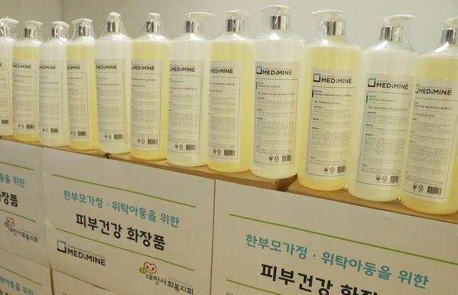 코스메슈티컬 브랜드 메디마인은 대한사회복지회에 3500여만원 상당의 화장품을 기부했다고 14일 밝혔다. ⓒ메디마인