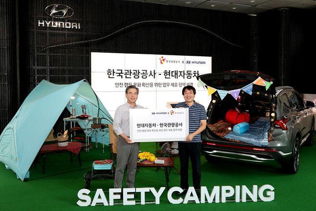 (왼쪽부터) 장재훈 현대자동차 국내사업본부장과 안영배 한국관광공사 사장ⓒ현대자동차