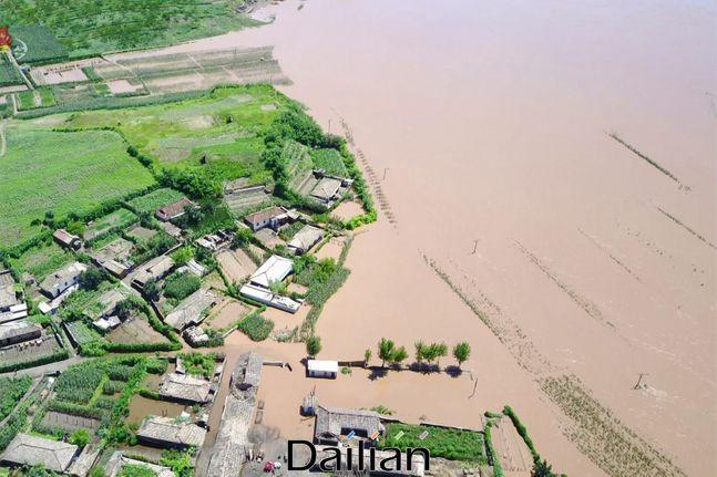 집중호우 피해로 황해북도 일대가 물에 잠긴 모습(자료사진). ⓒ조선중앙TV 갈무리
