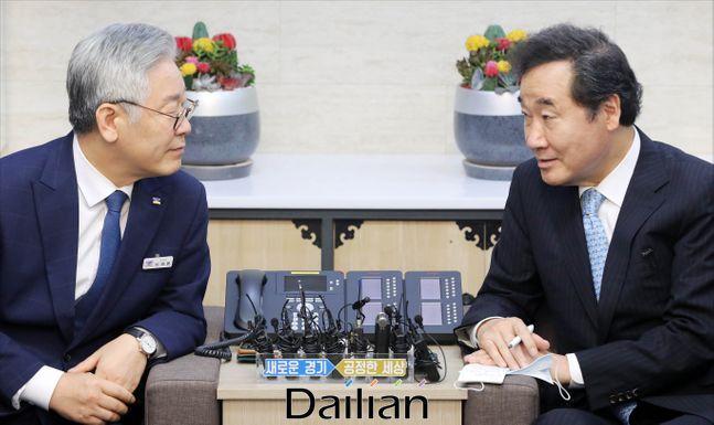 이재명(왼쪽) 경기지사와 이낙연 더불어민주당 의원. ⓒ데일리안 홍금표 기자