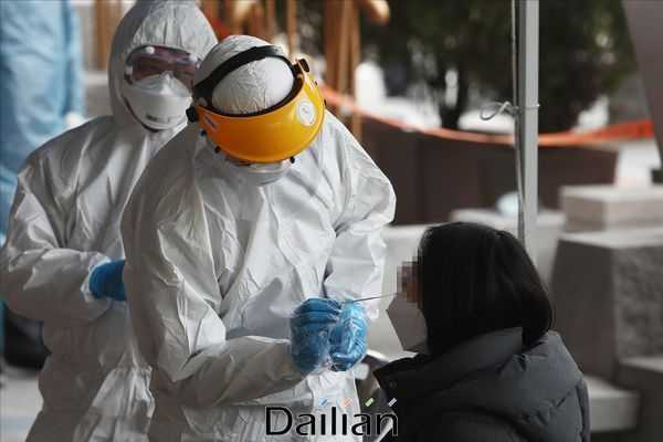 수도권에서 신종 코로나바이러스 감염증(코로나19)이 급속도로 확산하면서 15일 일일 신규 확진자 수는 이틀 연속 100명대를 기록했다.(자료사진) ⓒ데일리안 홍금표 기자