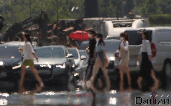 일요일인 16일은 전국에 찜통더위가 시작된다.(자료사진) ⓒ데일리안 류영주 기자